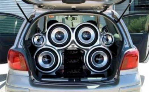 музыка с машины, куча колонок
