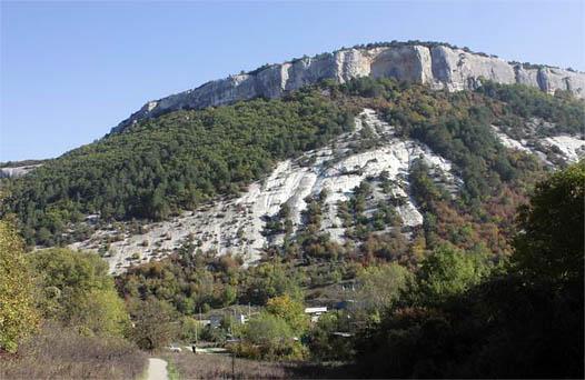 Гора Пещерного города в Крыму